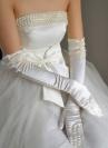 Белые атласные перчатки с бусинами (7090-1)